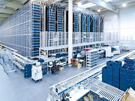 90 százalékban automatizált logisztikai központ Csehországban (Kivitelező: SSI Schäfer)