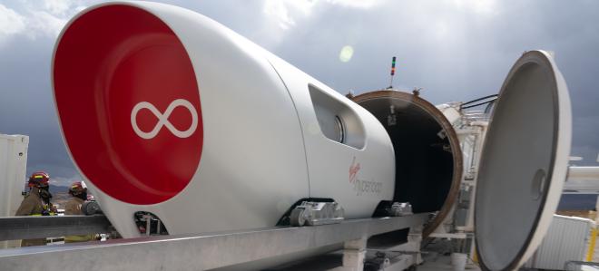 Utasokkal tesztelték a hyperloop futurisztikus közlekedési rendszert