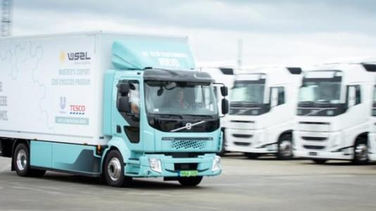 Átadták Magyarország első elektromos teherautóját